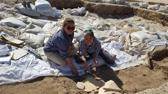 Danielle and Lisa excavating at Kharaneh IV